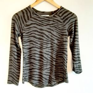 Old Navy  girls long-sleeved  shirt